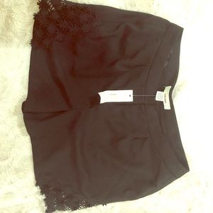 Lace inlet black shorts